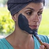 How-to-use-a-clay-face-mask